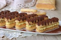Tiramisù finger food, con crema al mascarpone e nutella- You can examine all tattoo models and print them out. Finger Food Desserts, Party Desserts, Mini Desserts, Finger Foods, Delicious Desserts, Eclair Recipe, Tiramisu Recipe, Nutella, Lady Fingers Dessert