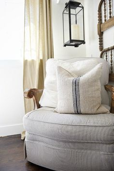 Living Room decor - rustic farmhouse style. A great source for excellent quality grain sack pillows - a must pin for farmhouse style & cottage style authentic grain sack pillows.