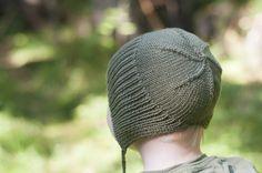 Med deilig passform på den splitta ribben nakken slipper du den klassiske lue ned i øynene, og den sitter godt og fast på hodet. Crochet For Kids, Knit Crochet, Baby Barn, Knitting, Hats, Pattern, Inspiration, Slipper, Design
