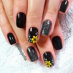 18 Creative Ways Update You Mani With Yellow Flowers Nail Art - FlawlessEnd Fancy Nails, Cute Nails, My Nails, Black Nail Art, Black Nails, Sunflower Nails, Flower Nail Art, Nail Art Flower Designs, Toenail Art Designs