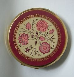 Vintage STRATTON Powder Compact with floral design circa 70's/80's