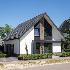 Tweet Image Modern Barn House, Modern Bungalow House, House Cladding, Facade House, Bungalows, Bungalow Renovation, Home Exterior Makeover, House Tiles, Architectural Design House Plans
