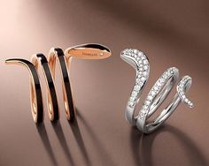 Damiani Eden is the collection featured by movement and exquisite style. Rings, earrings and bracelets live in new, multiple variations, all distinguished by a modern, exclusive design. The collection is in two versions – one combines black ceramic with pink gold, and the other unites the various colors of white, burnished and pink gold with matching diamonds, in perfect Damiani style.