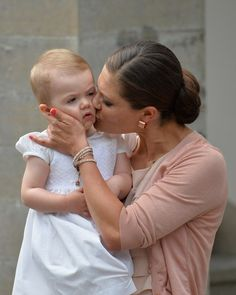 Princess Victoria Photos Photos - Crown Princess Victoria of Sweden and daughter Princess Estelle of Sweden attend Victoria Day celebrations at Solliden Castle on July 2013 in Borgholm, Sweden. Victoria Prince, Princess Victoria Of Sweden, Crown Princess Victoria, Royal Princess, Prince And Princess, Bebe Real, Royal Monarchy, Queen Of Sweden, Swedish Royalty