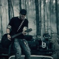 Brantley If Janna ever decides to leave you I will be more than happy to take you<3