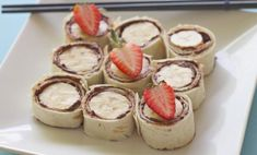 These delicious Nutella and banana fruity snacks are so easy you can prepare them for the after-school rush in five minutes. They make cute party food too. Sushi For Kids, School Snacks For Kids, Healthy School Snacks, High Protein Snacks, Quick Snacks, Healthy Breakfasts, School Lunch, Nutella Brownies, Nutella Snacks