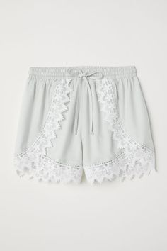 Off shoulder-bluse - Gul - Cute Comfy Outfits, Cute Summer Outfits, Stylish Outfits, Cool Outfits, Fashion Outfits, Dressy Outfits, Summer Shorts, Fashion Clothes, Lace Trim Shorts