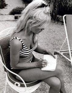 e Deus criou a mulher, mesmo as beldades francesas,com dobrinhas