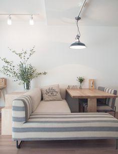 ダイニングテーブルとソファ in 2020 Dining Table Small Space, Modern Dining Table, Home Room Design, Dining Room Design, House Design, Deco Cool, White Rooms, New Home Designs, Farmhouse Furniture