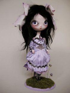 sweet odd little face. LOVE her!