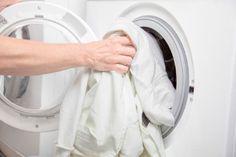 Így mosd a fehér ruháidat, hogy azok évtizedeken keresztül megőrizzék ragyogásukat!