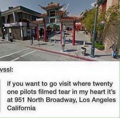 I WANNA GO SO I CAN SING TEAR IN MY HEART RIGHT WHERE TY DID AND AIR DRUM WHERE JOSH PLAYED THE DRUMS AND AHHHHH I WANNA GOOOOOO