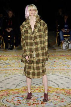 Vivienne Westwood Fall 2017 Fashion Show - The Impression Fashion News, Fashion Show, Vivienne Westwood, Textiles, Street Style, Shirt Dress, Fall, Model, Shirts