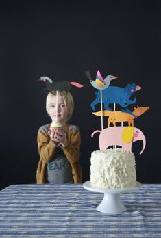 Paper puppets to top birthday cake and cupcake toppers! #playful…