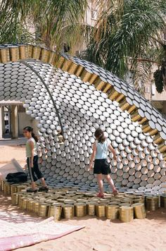 Bat-Yam Cans Pavilion, an upcycled pavilion made of cans at the Bat-Yam International Biennale of Landscape Urbanism in Israël.