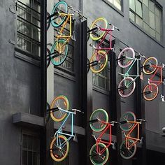 This Melbourne Bike Wall is rad - We could definitely see ourselves living next to this. Vintage Bicycle Parts, Velo Vintage, Vintage Bicycles, Bicycle Store, Bicycle Art, Pimp Your Bike, Range Velo, Bike Storage, Urban Furniture