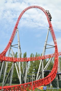 Go to an amusement park in Italy too ! Roller Coaster Theme, Best Roller Coasters, Attraction, Amusement Park Rides, Carnival Rides, What The World, Parcs, Water Slides, Oktoberfest