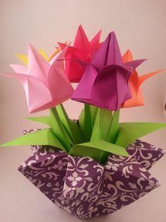 Origami-Papierwürfel falten - New Ideas Tulip Origami, Instruções Origami, Origami And Quilling, Origami And Kirigami, Origami Ball, Origami Paper Art, Origami Bookmark, Origami Folding, Paper Crafts