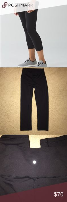 Lululemon Wunder Under High Rise In great used condition. Smoke free/pet free home. Size 6! They are super comfy, but have just been sitting in my closet... ready for a new owner! lululemon athletica Pants Leggings