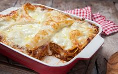 The Best Lasagna Pans for Comfort-Food Cooking Beef Lasagne, Yummy Noodles, Zesty Sauce, Lasagna Pan, Easy Lasagna Recipe, Spinach And Cheese, Greek Recipes, Arabic Recipes, Baking Tips