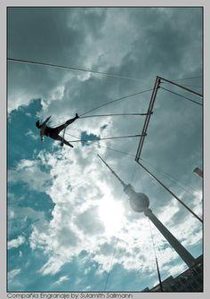 """""""Inercia térmica"""" Cía. Engranaje, 2010. Pórtico de trapecio: Diego Polognioli"""
