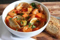 Una receta desde el estado de Veracruz. Prueba ésta deliciosa receta de sopa de mariscos queda realmente exquisita lleva camarón, pescado y almejas.