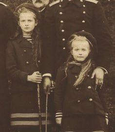 "Grand Duchesses Tatiana and Anastasia Nikolaevna Romanova of Russia in 1907. ""AL"""