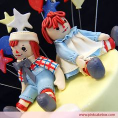 Raggedy Ann & Andy - going to try this for a cake:) Twin Birthday, Birthday Cake Girls, 2nd Birthday Parties, Birthday Cakes, Birthday Ideas, Pink Cake Box, Twins 1st Birthdays, Gorgeous Cakes, Amazing Cakes