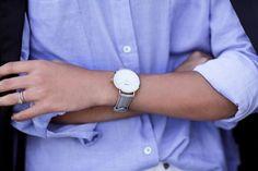Голубая рубашка, часы, черный пиджак. Blue shirt. Minimalist wadrobe.
