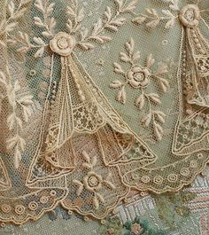Antique Tulle Swag Lace Trim with Raised Flower Pattern . from a French Doll's Dress . Motif Vintage, Vintage Fabrics, Vintage Lace, Vintage Patterns, Dress Vintage, Vintage Style, Vintage Music, Wedding Vintage, Vintage Diy