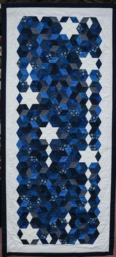 Maria Fitzgerald - Festival of Quilts 2016 - The largest quilting festival in Europe Two Color Quilts, Blue Quilts, Small Quilts, White Quilts, Strip Quilts, Patch Quilt, Skinny Quilts, Quilt Festival, Hexagon Quilt