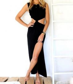 Straight dress with slit and knot