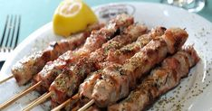 Souvlaki Kalamaki (Greece)… – New Avsa Restaurant Greek Recipes, Meat Recipes, Cooking Recipes, Healthy Recipes, Food Network Recipes, Food Processor Recipes, The Kitchen Food Network, Healthy Eating Tips, Food Porn