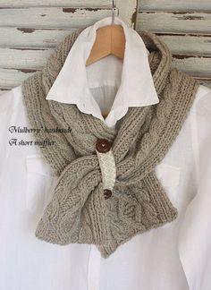 Celtic Heart Knitting and Quilting: Outlander Claire Capelet # Crochet Scarves & Knit Cowl, Knitted Shawls, Crochet Scarves, Crochet Shawl, Knit Crochet, Loom Knitting, Free Knitting, Knitting Projects, Crochet Projects