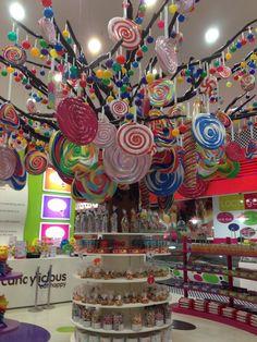 "CANDYLICIOUS,Dubai, ""HAPPY"", pinned by Ton van der Veer"