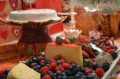 Inspire Bohemia: The Lonely Hearts Club Valentine's Day Party! Valentines Day Tablescapes, Valentines Day Party, Lonely Heart, Inspire, Fruit, Platter, Ethnic Recipes, Garden Design, Miami