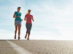 Dein Ziel ist es, deinen ersten Halbmarathon zu laufen? Wir haben 7 Tipps für dich zusammengestellt, wie du deinen Vorsatz sicher erreichen kannst.