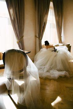 hautefavesdeux: Claire Morgan Photography Mountains of tulle Perfect Wedding, Dream Wedding, Wedding Day, Rustic Wedding, Wedding Morning, Wedding Ceremony, Budget Wedding, Destination Wedding, Pool Wedding