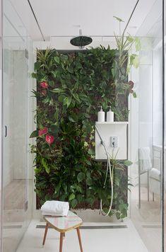 Mur végétal dans une douche