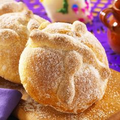 Pan de muerto, 'bread of the dead', made for the Mexican Days of the Dead, with its shape resembling a skull and crossbones. Authentic Mexican Recipes, Mexican Food Recipes, Sweet Recipes, Mexican Desserts, Mexican Cooking, Mexican Sweet Breads, Mexican Bread, Mexican Dishes, Mexican Pastries