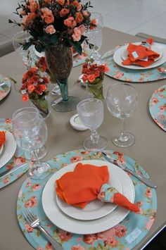 Should get some cheap pretty plastic chargers for more family friendly dining. Dining Decor, Dinning Table, Decoration Table, Table Place Settings, Beautiful Table Settings, Dresser La Table, Come Dine With Me, Deco Table, Table Linens