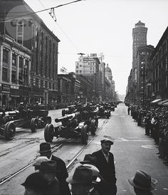 San Francisco, 1934. Photo by Gutmann, John. Armistice Day parade on Market Street. I think the image was flipped, because doesn't the Hobart Building face the other way?