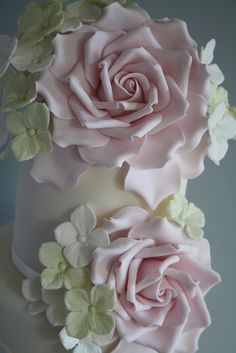 Rose & Hydrangea cake by Cotton and Crumbs. Sugar Paste Flowers, Icing Flowers, Fondant Flowers, Clay Flowers, Beautiful Wedding Cakes, Gorgeous Cakes, Pretty Cakes, Fondant Rose, Fondant Baby