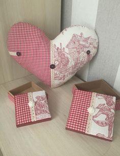 Boites tissu Vichy toile de Jouy rouge blanc écru dentelle fleur Campagne Shabby Chic : Boîtes, coffrets par monautrefois