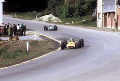 Spa-Francorchamps 1968_Virage de Burnenville. Hulme leader sur Mc Laren devant Stewart sur Matra.