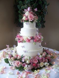 Butterfly wedding cake. Gorgeous!!!