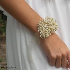 """DIY bracelet """"Bohème"""" in preserved flowers, mini bouquet in stabilized baby's breath for bridal witnesses, bridesmaids, guests, wedding gifts - Dekoration Ideen 2019 Baby Car Mirror, Armband Diy, How To Preserve Flowers, My Little Baby, Wedding Flowers, Diy Flowers, Diy Wedding, Bridesmaid Flowers, Wedding Bouquets"""