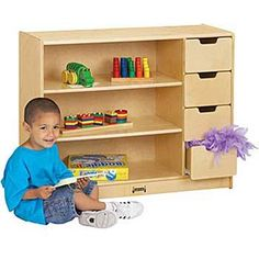 A cluttered classroom makes for a cluttered mind! Organize large and small items on three shelves and in four drawers.