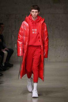 中国李宁 Li-Ning Fall-Winter - New York Fashion Week - Male Fashion Trends Mens Fashion 2018, Male Fashion Trends, Sport Fashion, New York Fashion, Trendy Fashion, Womens Fashion, Fashion Fashion, Fashion Outfits, Mens Clothing Uk