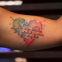 La razón por la que elegimos tatuarnos nunca es la misma. Hay personas lo hacen para recordar un acontecimiento importante o a un ser querido, otras porque un diseño les gusta tanto que deciden grabarlo en su piel, y otras para tener un impulso diario de fuerza y alegría.Hay tantos significados como personas, pero d